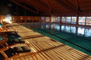 Vår pool är 25 meter lång och perfekt för dig som vill motionssimma.